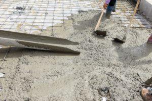 Beaverton concrete foundation worker spreading concrete floor